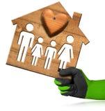 Vorbildliches House mit Familie und Herzen Lizenzfreie Stockfotografie