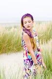 Vorbildliches Mädchen auf dem Strand Stockfoto