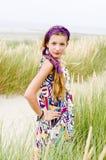 Vorbildliches Mädchen auf dem Strand Stockbilder