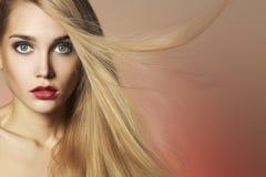 vorbildliches Mädchen der Schönheit mit Make-up Lizenzfreies Stockfoto