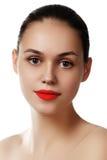 Vorbildliches Mädchen der Schönheit mit perfektem Make-up lokalisiert über Weiß Kanal Lizenzfreie Stockbilder