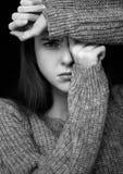 Vorbildliches Porträt mit jungem schönem Mode-Modell Lizenzfreie Stockfotos