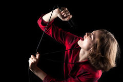 Vorbildliches Red Flannel Shirt, das oben singend schaut Stockfotos