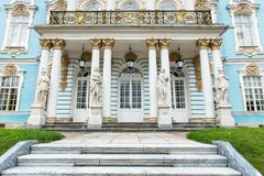 Vorderansicht alten vitage russischen Palastes Lizenzfreies Stockbild