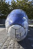 Vorderansicht der Bigh-Fisch-Skulptur lizenzfreie stockfotografie