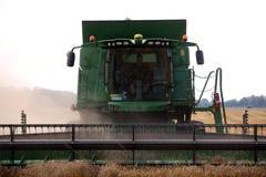Vorderansicht der Erntemaschine Stockbilder
