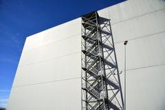 Vorderansicht der Fassade mit Metallfeuertreppenhaus Lizenzfreies Stockbild