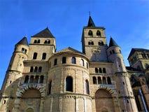 Vorderansicht der Kathedrale von Trier lizenzfreie stockfotografie