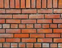 Vorderansicht der orange braunfarbigen Terrakotta-Ziegelstein-Wand, für Hintergrund Lizenzfreie Stockfotografie