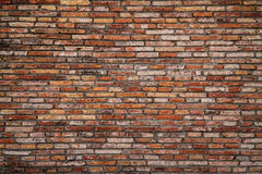 Vorderansicht der orange rauen Backsteinmauerbeschaffenheit Stockfoto