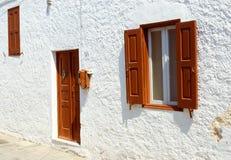 Vorderansicht der Tür und der Fenster Stockfotos