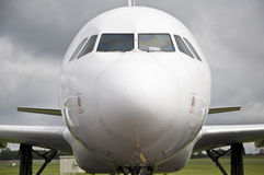 Vorderansicht des Flugzeuges Stockfotografie