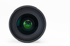 Vorderansicht des Kameraobjektivs auf weißem Hintergrund Stockfoto