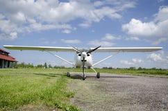 Vorderansicht des kleinen Flugzeuges Lizenzfreie Stockfotos