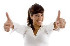 Vorderansicht des lächelnden weiblichen Leitprogramms Stockbild