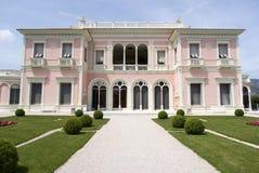 Vorderansicht des Landhauses Ephrussi de Rothschild stockfotografie
