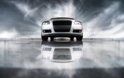 Vorderansicht des modernen Autos Stockfotografie