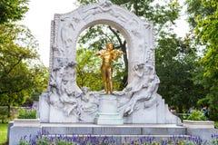Vorderansicht des Monuments Johann Strauss in Stadtpark Stockbild