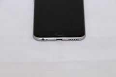 Vorderansicht des silbernen iPhone 6s stockbilder