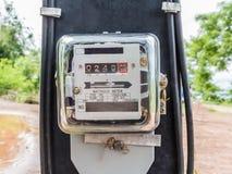 Vorderansicht des Wattstunden-Stromzählermaßwerkzeugausgangsgebrauches/ Lizenzfreie Stockfotos