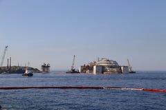 Vorderansicht des Wrackes von Costa Concordia am 19. Juli 2014 in Giglio-Insel, Italien Stockbild