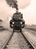 Vorderansicht einer altmodischen Dampflokomotive Stockfotografie
