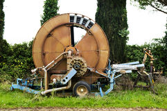 Vorderansicht einer Bewässerungmaschine Stockbilder
