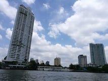 Vorderansicht Thailand-Flusses lizenzfreie stockfotos