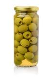 Vorderansicht von in Büchsen konservierten grünen Oliven stockbild