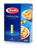 Vorderansicht von Barilla tortiglione n Teigwaren mit 83 Italienern lokalisiert auf weißem Hintergrund Lizenzfreie Stockfotografie