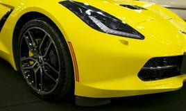 Vorderansicht von einem gelben Chevrolet Corvette Z06 Autoäußerdetails lizenzfreie stockbilder
