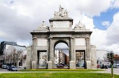 Vorderansicht von Puerta De Toledo eins der in Madrid Spanien zu besuchenden Spitzenplätze stockbild