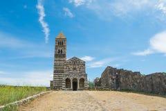 Vorderansicht von Saccargia-Kathedrale Stockbilder