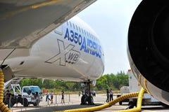 Vordere Steuerbordseite von Flugzeug Airbusses A350-900 XWB MSN 003 in Singapur Airshow Lizenzfreie Stockbilder