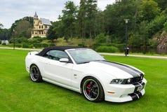 Vordere und Seitenansicht von Ford Mustang-Modell 2010 Stockfoto