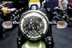 Vorderer Blinker auf Motorrad Stockfoto