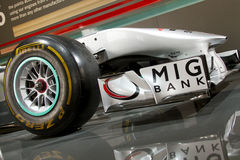 Vorderer Flügel des silbernen Autos Mercedes-F1 Stockfotos