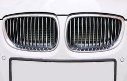 Vorderer Grill des BMW-Weißautos Stockfotos