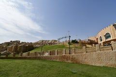 Vorderer Straße Eingang des Erholungsort Landes der Zivilisation in Al Qarah-Berg auf Saudi Arabii stockfoto