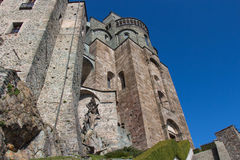 Vorderes Fragment von St- Michael` s Abtei in Val di Susa piedmont Italien Lizenzfreie Stockfotografie