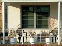 Vorderes Portal in einem Wohnungs-Kondominium-Komplex Stockbilder