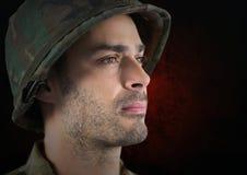 Vordergrund der Soldatseitenfläche Roter und schwarzer Hintergrund Lizenzfreie Stockfotografie