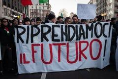 Vorführer, die gegen die Regierung in Mailand, Italien protestieren Stockfotografie