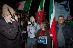 Vorführer, die gegen die Regierung in Mailand, Italien protestieren Lizenzfreies Stockbild
