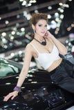 Vorführer im sexy Kleid an der 30. internationalen Bewegungsausstellung Thailands am 3. Dezember 2013 in Bangkok, Thailand stockfotografie