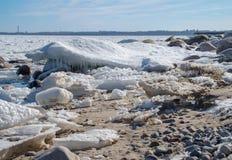 Vorfrühling auf dem Strand lizenzfreie stockbilder