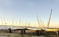Vorfrühlings-Morgen im Boots-Yard Lizenzfreies Stockbild