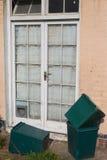 Vorhänge und Mülleimer Lizenzfreie Stockbilder