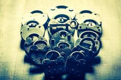 Vorhängeschlösser und eins Schlüssel, Begriffsbild stockfoto