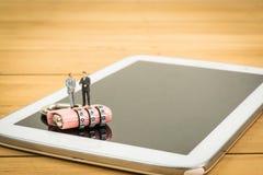 Vorhängeschloß auf Mobile Lizenzfreie Stockfotos